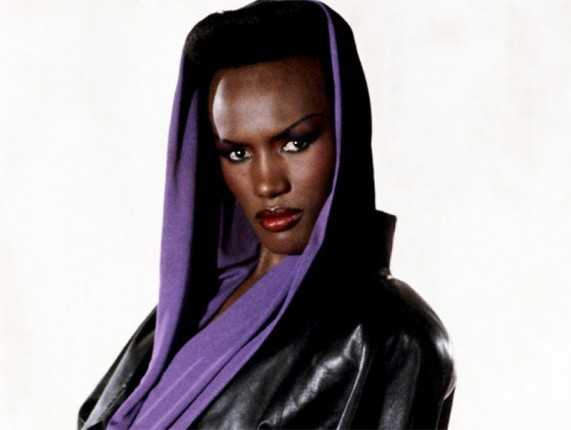 grace-jones-crazy-diva-photos-4_2015-09-24_20-17-31-571x430